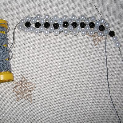 Плетение из бисера браслета по схеме - Цветочек.