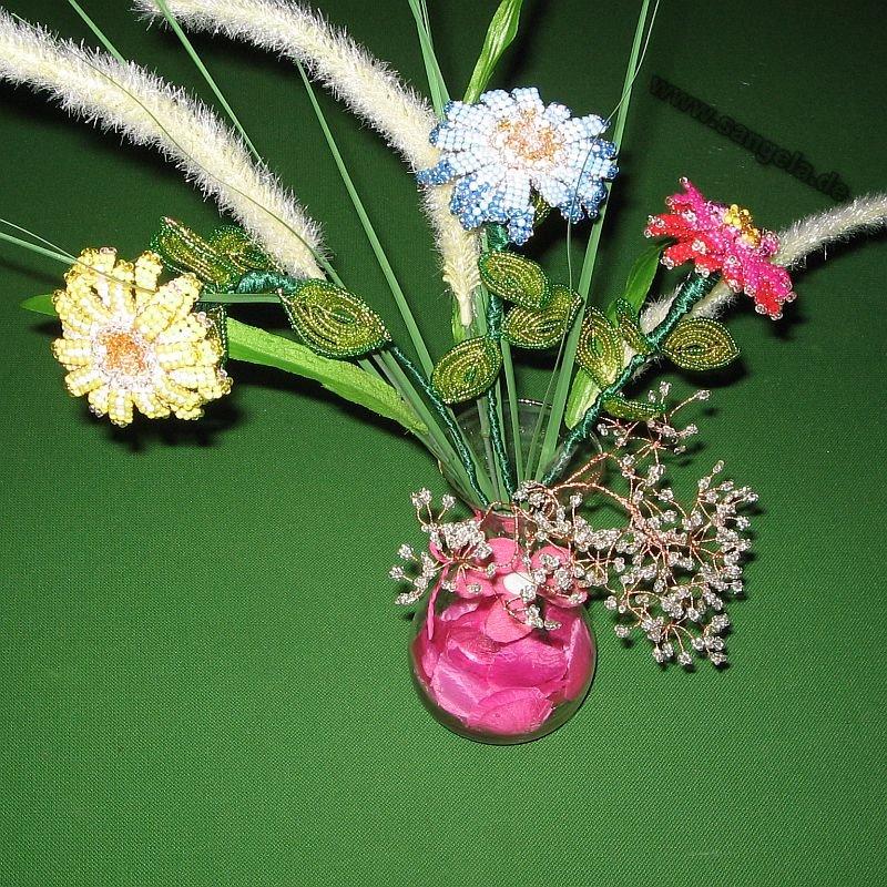 Цветы из бисера Плетение бисером.