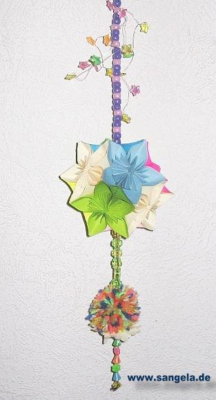 Можно подготовить цветную бумагу, а также бумажный клей.  Прежде чем из бумаги смастерить цветок, приготовьте бумагу.
