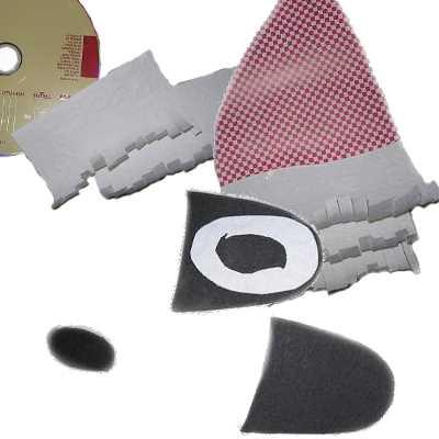 Детали наклеиваем на компакт-диск